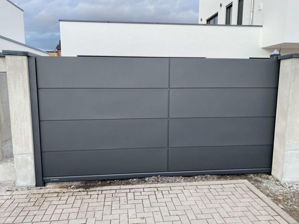 Home Inclusive bauseitige Mauerpfosten Aussenansicht compressor