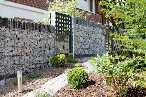 Gabionenwand mit Aluminiumsichtschutz